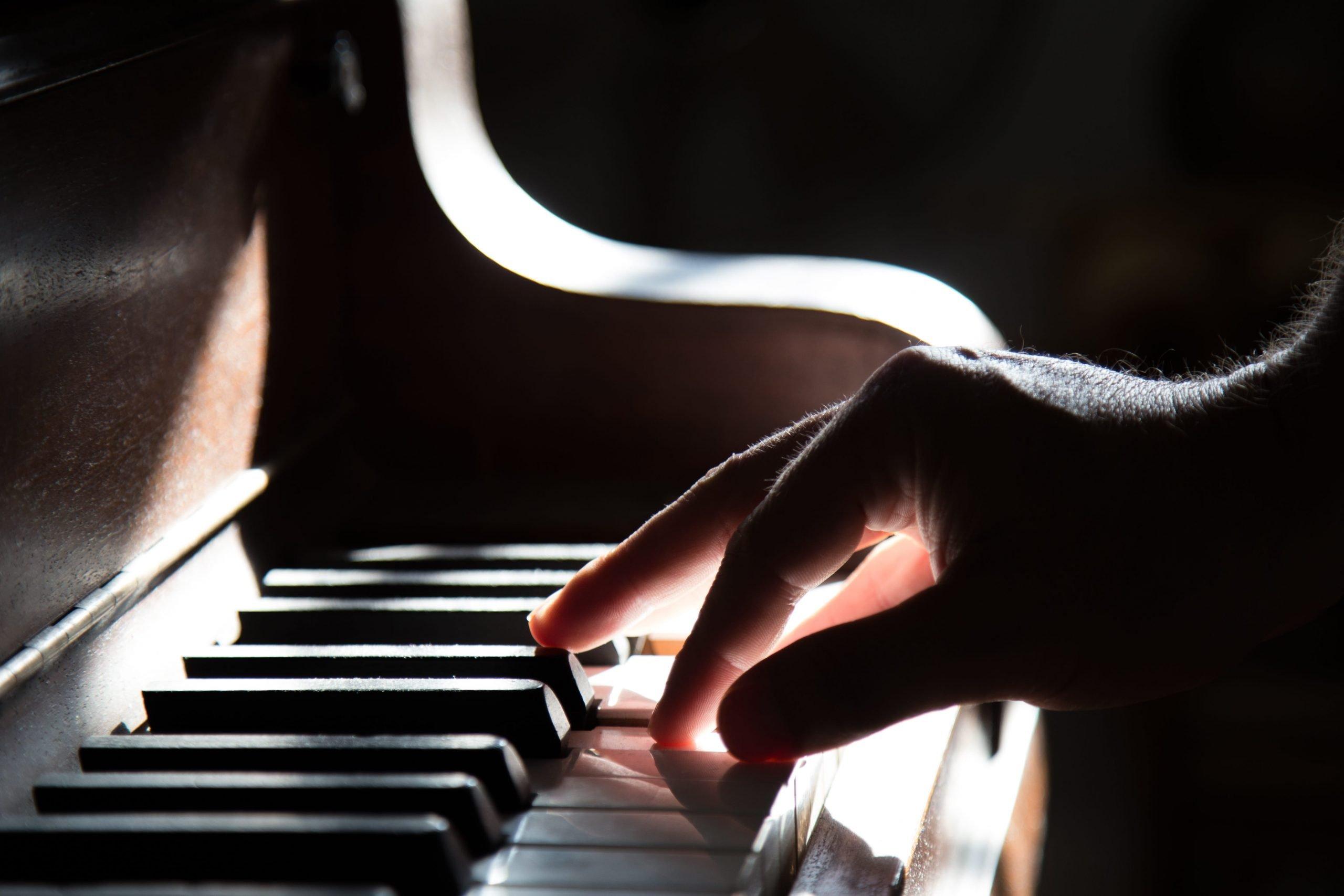 Piano  maîtrisez 4 accords pour jouer des milliers de chansons